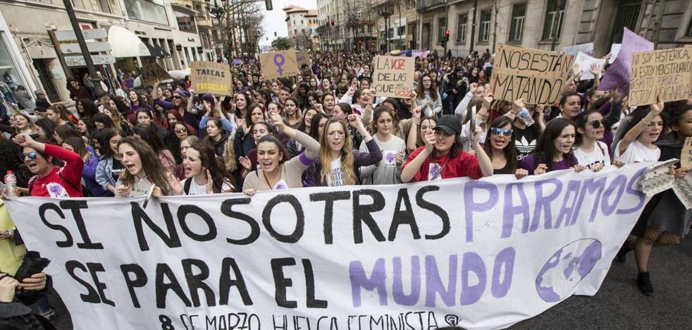 Las mujeres salen a las calles de Cantabria a reivindicar la igualdad