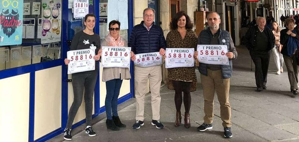 La administración número 3 de Castro reparte 600.000 euros de la Lotería Nacional