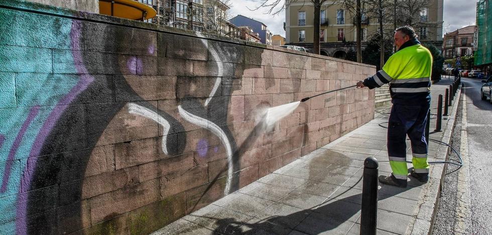 Torrelavega combate las pintadas