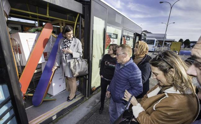 El Ayuntamiento de Santander dona dos autobuses más a los campamentos de Tinduf