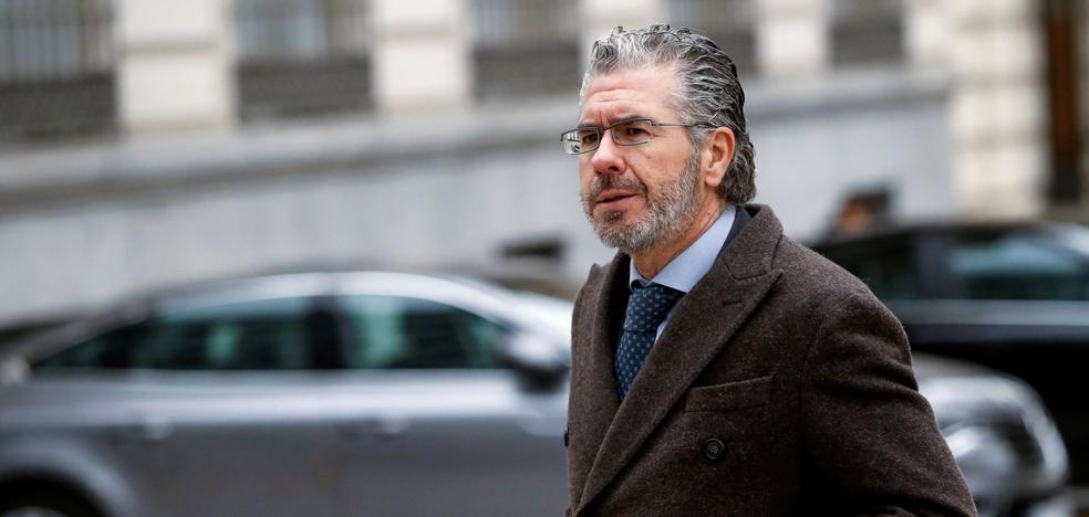 El juez cita a Granados el 21 de marzo por la querella de Cifuentes