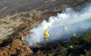 Un fuego siguen activo en Cantabria de los 18 que se declararon este martes