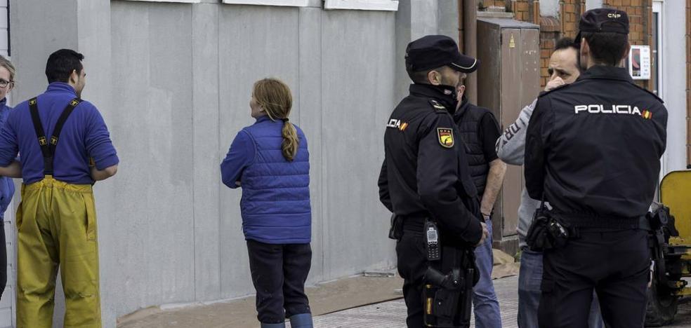 Una banda de furtivos portugueses está detrás del tráfico ilegal de almeja