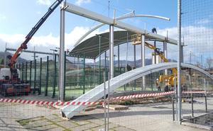 Los Corrales de Buelna cubre sus instalaciones deportivas