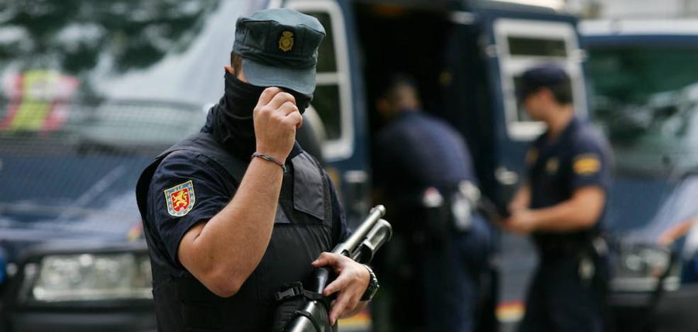 Policía y Guardia Civil refuerzan la vigilancia en los colegios de Madrid ante los intentos de rapto
