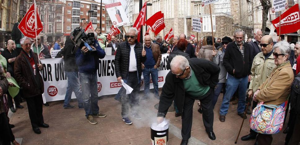 Los sindicatos llaman a una manifestación «masiva» en defensa de las pensiones