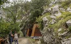 Turismo tiene listas las señales de Covalanas a la espera de que Fomento autorice su instalación