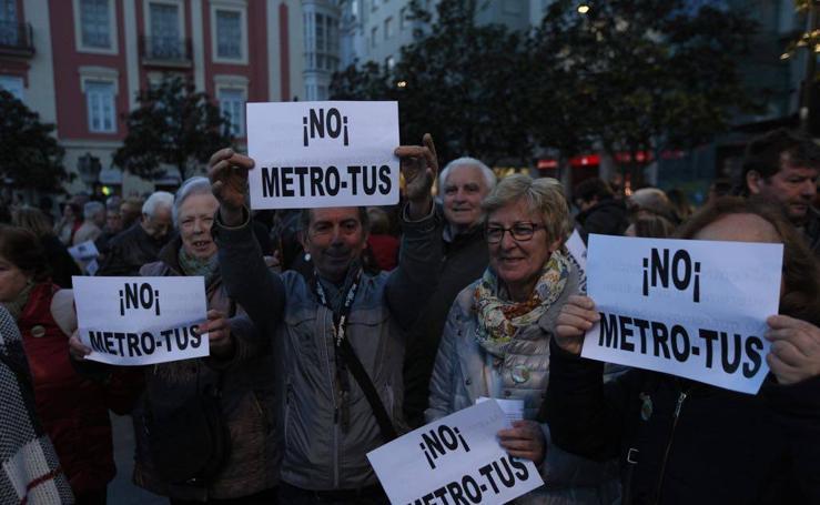 3.000 santanderinos se manifiestan al grito de «No al Metro TUS»