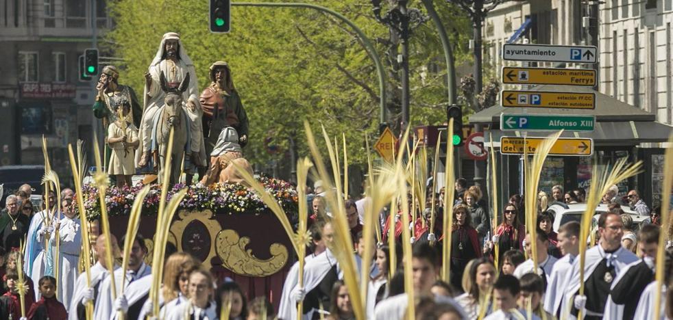 Doce procesiones y dos mil cofrades recorrerán las calles de Santander