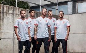 España presenta su segunda equipación para el Mundial