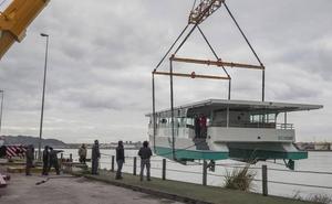 Botado en Santander el primer catamarán de Europa que navega con energía solar