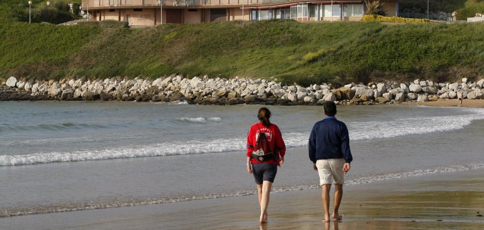 El juez mantiene en pie el edificio de la playa de Cuchía tras 20 años de pleitos