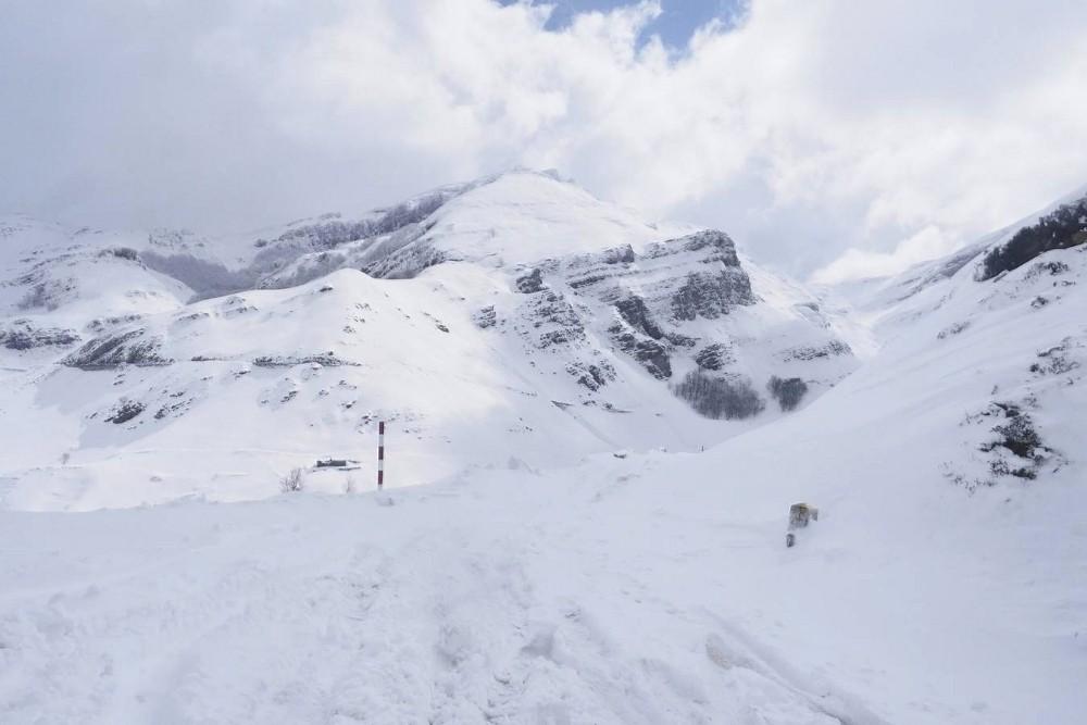 La nieve toma el interior de Cantabria