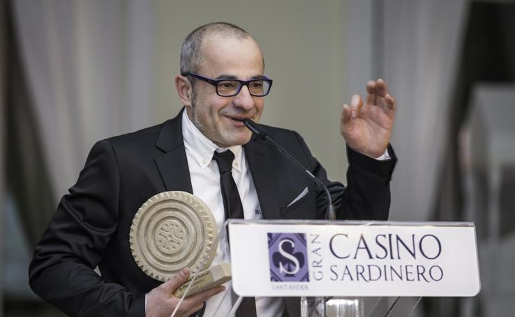 El dibujante Íñigo Ansola recibe el Premio Bahía Sur Cultural