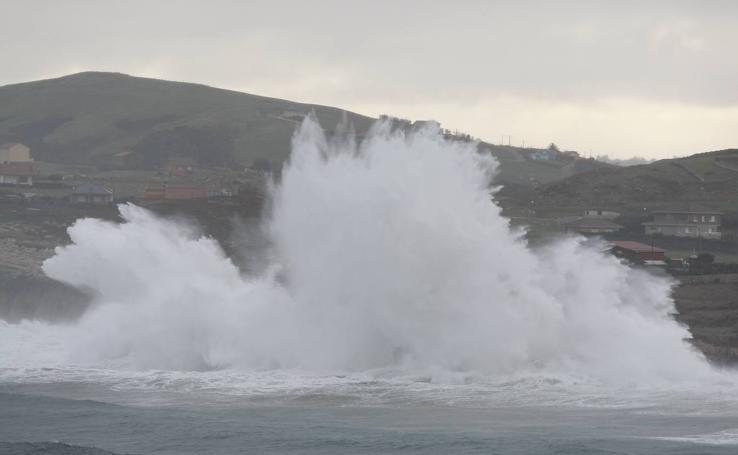 La costa cántabra muestra su bravura