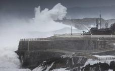 'Hugo' deja vientos de casi 100 kilómetros por hora y olas que llegan a los 10 metros