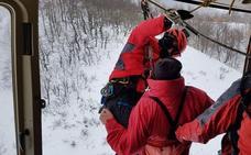 El helicóptero de Gobierno rescata a un excursionista herido en Picos de Europa