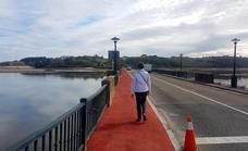 San Vicente disfruta ya de la ampliación de la acera del puente de La Maza