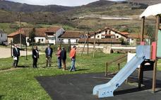 Bárcena disfruta de renovadas zonas de esparcimiento y recreo