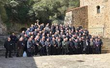93 canónigos y deanes toda España asisten a la Misa del Peregrino en Santo Toribio