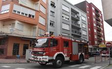 Los sindicatos denuncian que la falta de personal impide usar la escala en dos incendios en Los Corrales y Vargas