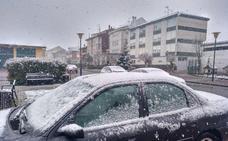 La nieve no da tregua a la primavera en el sur de Cantabria