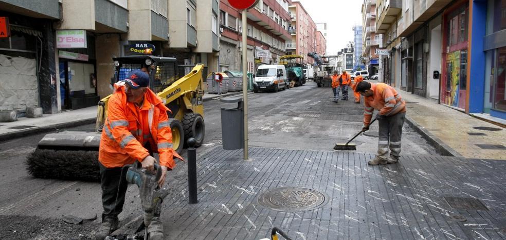 Las obras de asfaltado de Torrelavega llegan a Julián Urbina y Pintor Varela