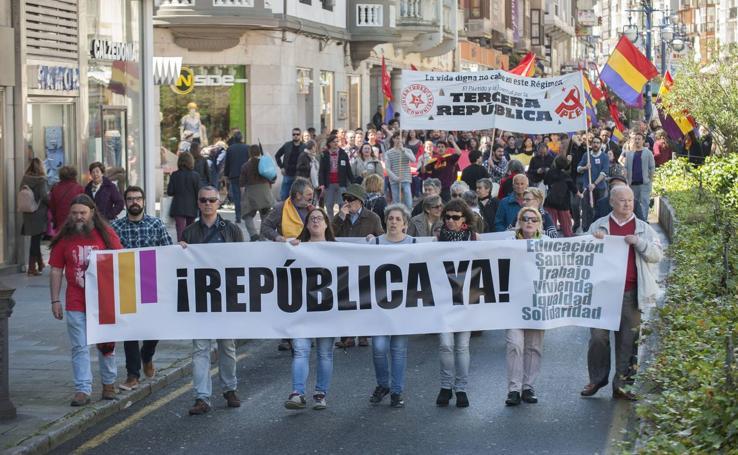 Manifestación en Santander en el aniversario de la proclamación de la II República
