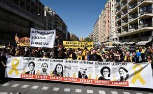 Miles de personas marchan en Barcelona en apoyo a los presos del 'procés' y el diálogo