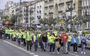 Los profesionales del SUAP y 061 celebran una 'Marcha Saludable' en Santander