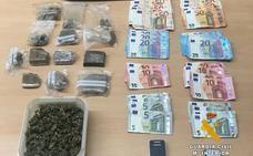 Detenidos el dueño de un bar de Muñorrodero y un camarero por tráfico de drogas