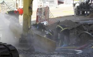 La rotura de una tubería genera un escape de gas en la calle José Gutiérrez Alonso de Torrelavega