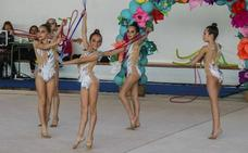 Trescientas gimnastas compiten en la final de la Liga Cántabra