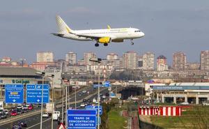 Cultura repartirá obras de poetas cántabros en vuelos de dos compañías aéreas