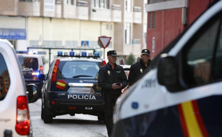 Espectacular redada policial contra el tráfico de drogas en Torrelavega