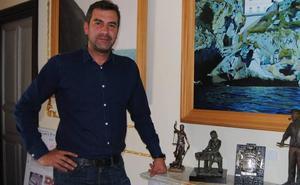 El alcalde de Santoña censura el apoyo de Pedro Sánchez a Zuloaga como candidato