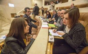 La Ley de Casas de Cantabria, el exgerente de la Fundación Valdecilla, y la Bahía de Santander, al Pleno