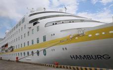 El 'Hamburg', con 300 pasajeros a bordo, recala en Santander y abre la temporada de cruceros