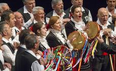 Mestizaje artístico y sentimental en la Gala del Folclore Cántabro