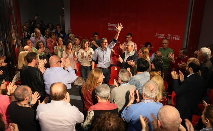Zuloaga presenta en la sede del partido su candidatura a las primarias