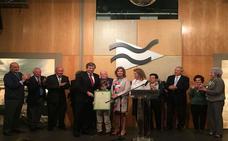El banquero Carlos Hazas recibe la distinción de 'Vecero de Liébana'