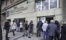 Colas en la oficina de recaudación tras el fallo en el envío de los recibos del impuesto de circulación