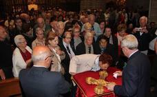 El Lignum Crucis enciende la devoción en su viaje a Astorga