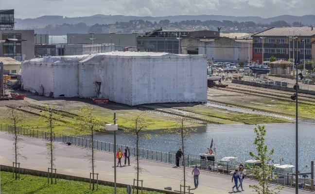 El Puerto limpia y pinta la rampa de Raos 8 en el Barrio Pesquero
