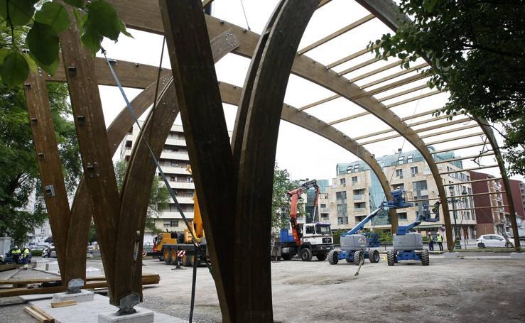 La gran estructura de la cubierta ya se levanta sobre el Manuel Barquín