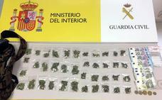 Detenidos dos jóvenes cuando iban a un instituto de Reinosa a vender marihuana