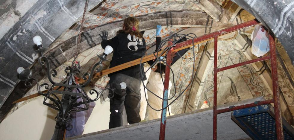 La restauración de la iglesia lebaniega de Ledantes saca a la luz nuevas pinturas
