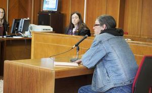El acusado de tocar las nalgas a una menor dice que ella le denunció porque le debe 800 euros al padre de una amiga