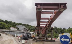 El puente de Golbardo, en Reocín, toma forma y estará listo en agosto