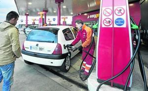 La gasolina se dispara y llenar el depósito cuesta ya 7,5 euros más que hace un año